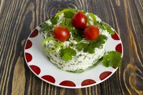 Овощной салат с творогом. Диетическая закуска со шпинатом.