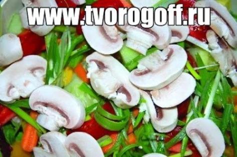 Салат сыр и грибы вареные. Готовят такую закуску в Эстонии.