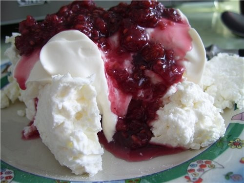 Творог варенье, сливки, сахар, ванилин. Десерт из творога на завтрак.