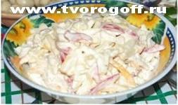 Салат сыр, яблоки, орехи сметана. Сырный салат, рецепт в листьях.