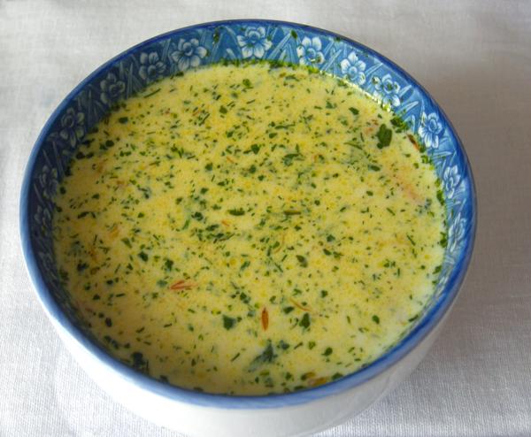 Суп из сыра с яйцами и хлебом. Очень вкусный и сытный.