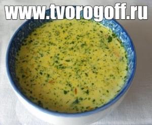 Суп из сыра, яиц, хлеба, куриного мяса, специй