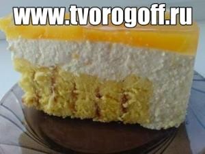 Торт с начинкой из творога, сливочного масла, изюма