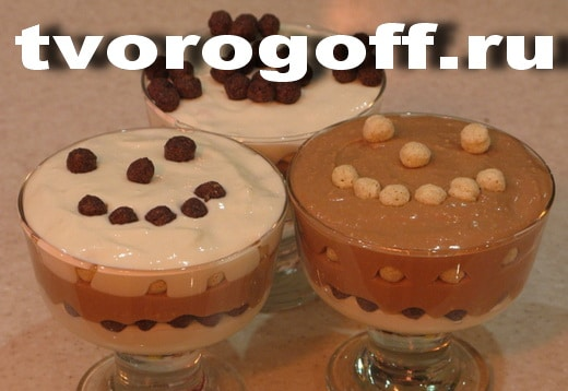 Десерт из сметаны с яблочным пюре и ванилином. Полезный десерт.