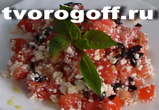 Салат творог, помидор, маслины, базилик «Для своих». Салат и польза.