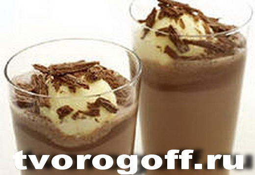 Напиток из молока Ванильный дома, с малиной, шоколад, мороженое.