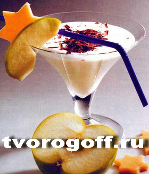 Напиток из молока, яблока, марципана, лимона дома