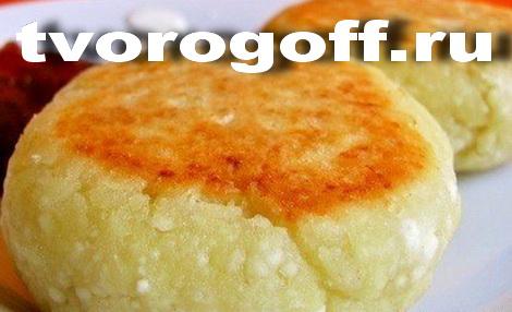 Сырники пухляшки, сода, сахар, муки мало. Десерт пышные сырники.