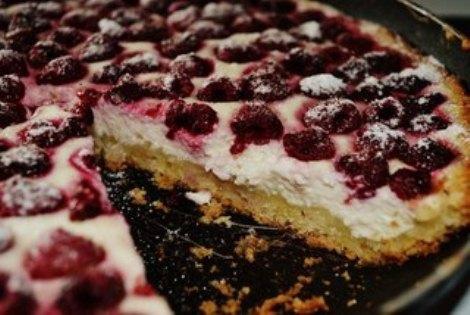 Торт «Малинка» с творогом, сметаной