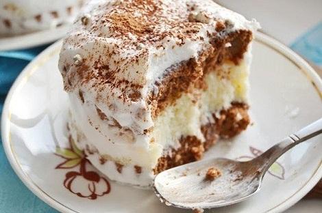Пирожное с молочной манкой, сливки, кокос. Бисквит особая начинка.