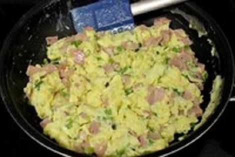 Буррито с сыром, яйцами, ветчина, зелень