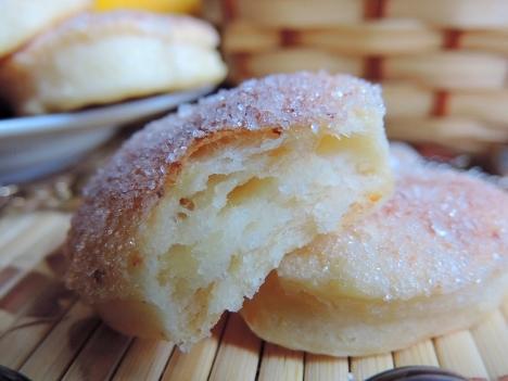Печенье слоеное из творога, масла. Слойки творожные сахар быстро.