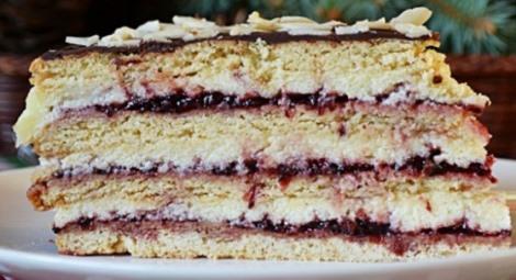 Пляцок медовый крем манный, варенье, помадка. Торт Стефанка.