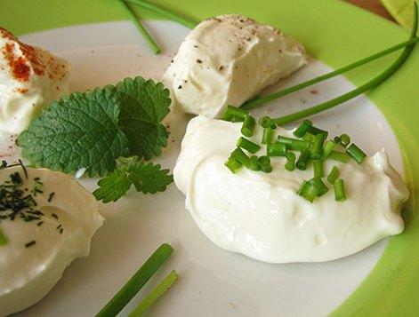 Сыр йогурт, лимон, специи Лабне. Рецепт нежного крем-сыр дома.