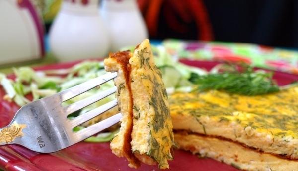 Омлет творог, зелень, специи. Вкусный завтрак для всей семьи, сытно.