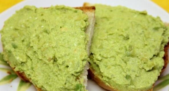Паштет творог, авокадо, горох, кунжут. Завтрак быстро, вкусно полезно.