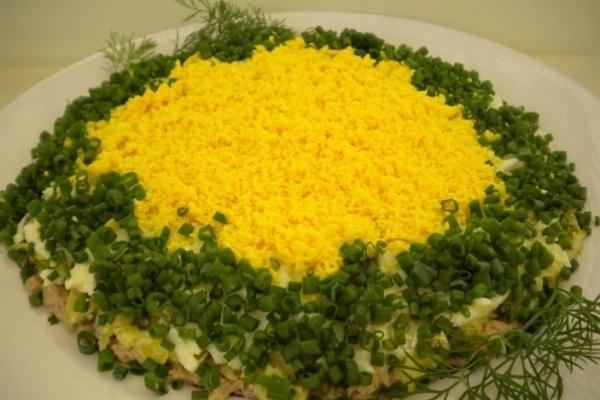 Салат Мимоза без рыбных консервов. Коржи вафли, водоросли Нори.