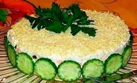 Салат Мимоза без рыбы. Салат вафельные коржи, крабовые палочки.