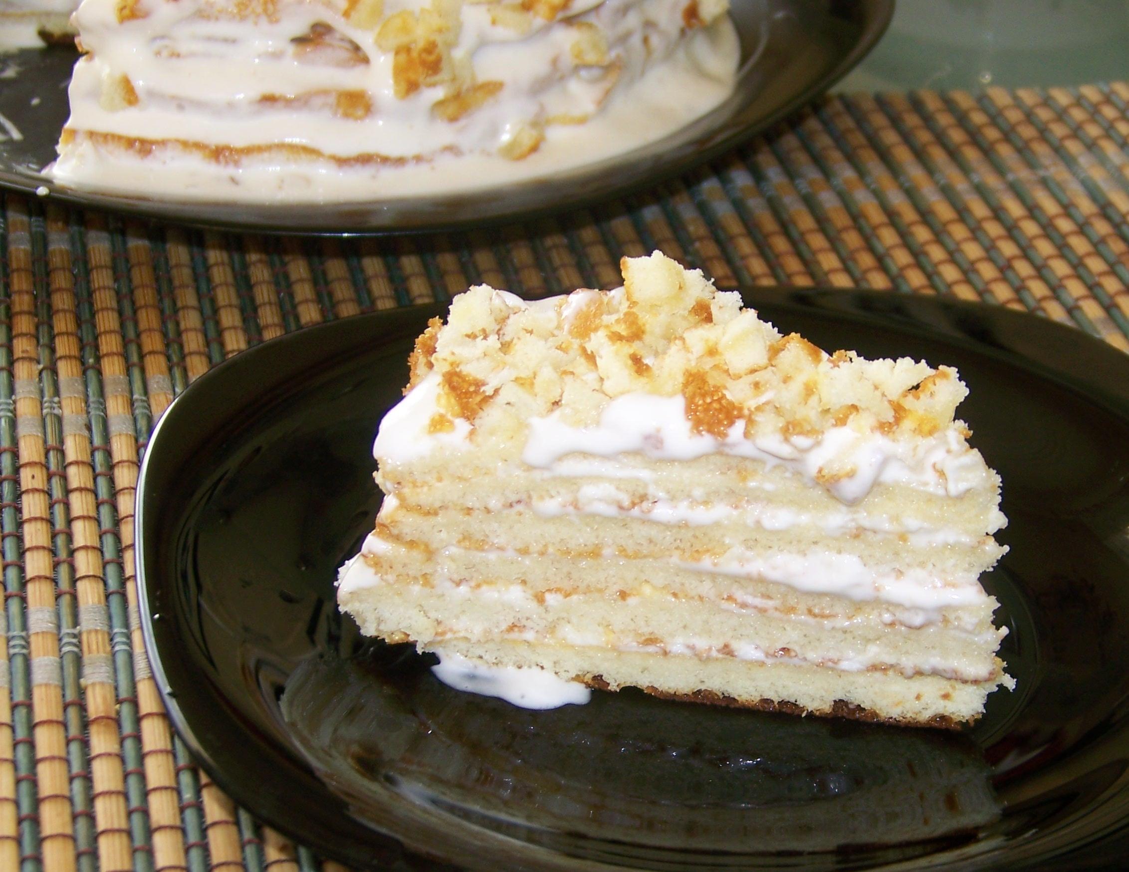 Торт сгущенка, яйца, мука, крем сметана. Королевский торт без масла.
