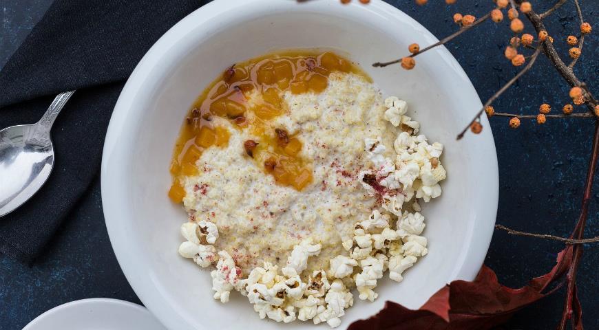 Пшенная каша молоко кокосовое. Подаем с чатни из тыквы, апельсина.