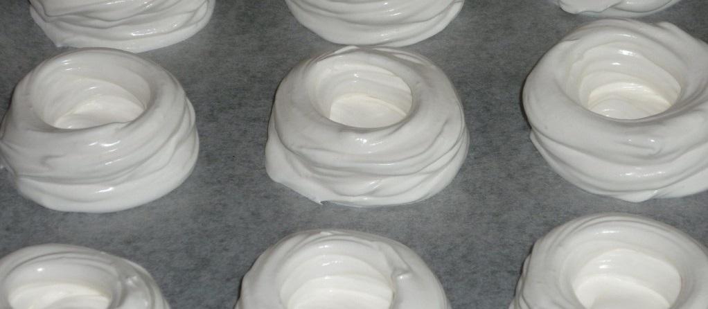 Белковые корзиночки творожный крем. Безе с кремом и фруктами.