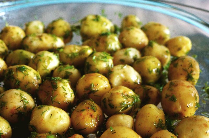 Вкусный молодой картофель глазурь. Глазируем сахаром и маслом.