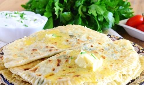 Кутабы зелень по-азербайджански. Жарим быстро на сухой сковороде.