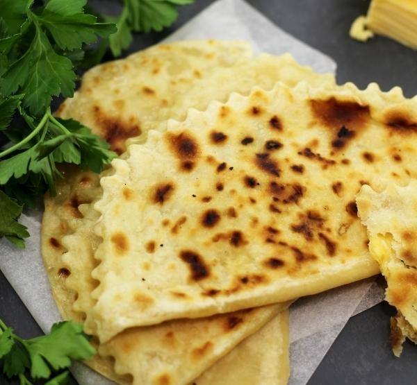 Кутабы сыр, зелень рецепт. Выпечка из пресного теста на сковороде.