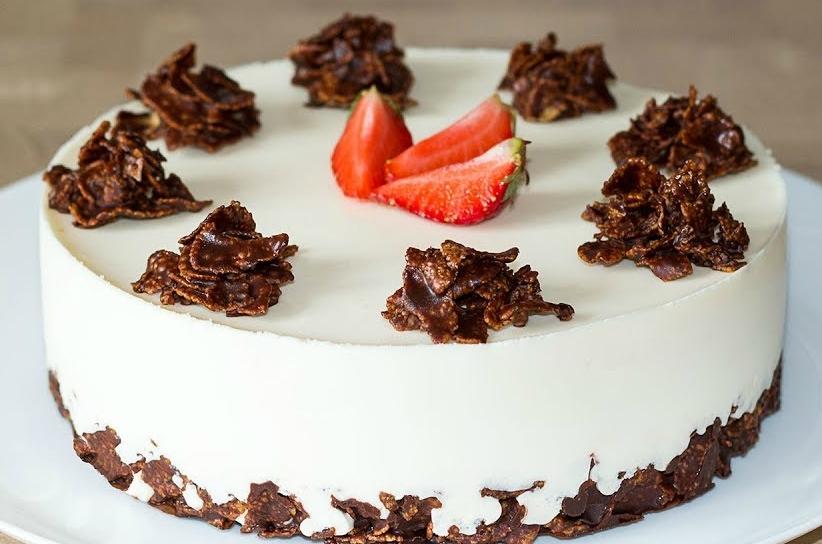 Торт без выпечки творог клубника. Нежное творожное суфле с ягодами.