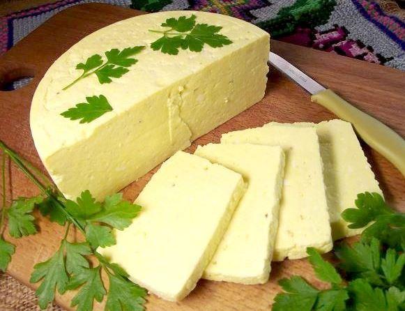 Ленивая брынза. Домашний сыр с яйцами, кефиром и сметаной.