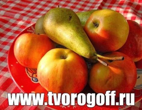 Салат фруктовый со сливками.  Груша, яблоко и сок смородины.