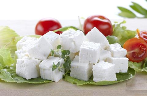 Рецепт домашней брынзы с уксусом. Только молоко, уксус и соль.