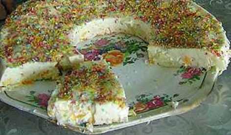 Пудинг из сметаны и желатина. Белоснежный десерт с фруктами.