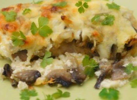 Рыба в сметанном соусе с грибами. Запекаем в духовке под сыром.