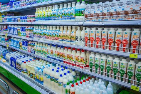 В магазине продается молоко